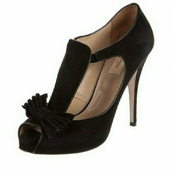 e858eb1961e Valentino black suede peep toe bow heels sz 38. M 5bdae7884ab6332fdccd797b